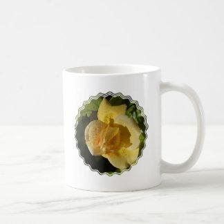 Rosa amarillo del descenso de rocío tazas de café