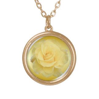 Rosa amarillo delicado #1 colgante redondo