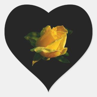 Rosa amarillo grande pegatina en forma de corazón