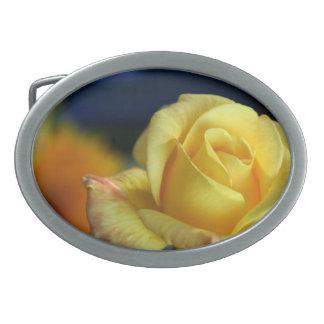 Rosa amarillo hebilla de cinturon oval
