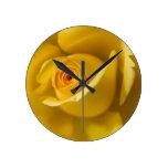 Rosa amarillo macro reloj de pared