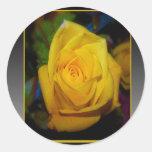 Rosa amarillo pegatina redonda