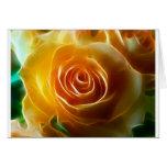 Rosa amarillo que brilla intensamente hermoso tarjeta