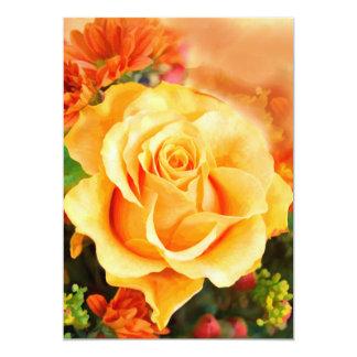 """Rosa amarillo soleado en ramo invitación 5"""" x 7"""""""