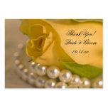 Rosa amarillo y perlas que casan etiquetas del fav plantillas de tarjetas personales