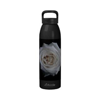 Rosa blanco botella de agua