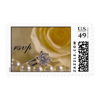 Rosa blanco, anillo y perlas casando RSVP Estampillas