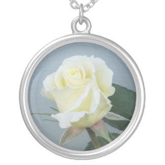 Rosa blanco (collar) colgante redondo