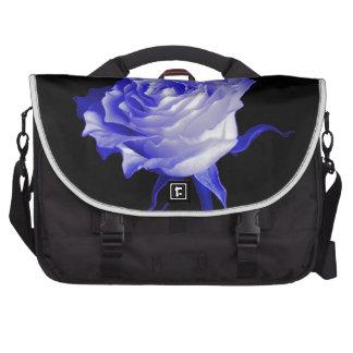 Rosa blanco con los tintes purpurinos por Sharles Bolsas Para Portatil
