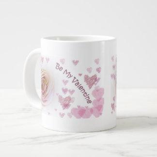 Rosa blanco de los corazones rosados tazas extra grande