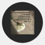 Rosa blanco del 59:16 del salmo etiqueta redonda