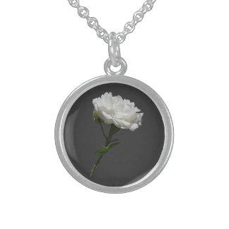Rosa blanco lateral collares de plata esterlina