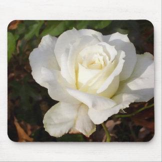 Rosa blanco que casa los regalos nupciales del alfombrilla de ratones