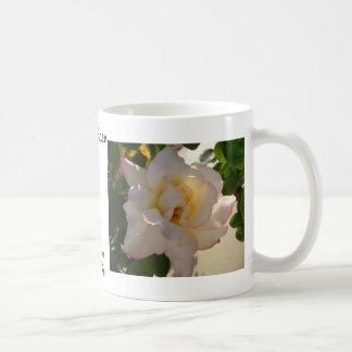 Rosa blanco romántico CricketDiane Taza De Café