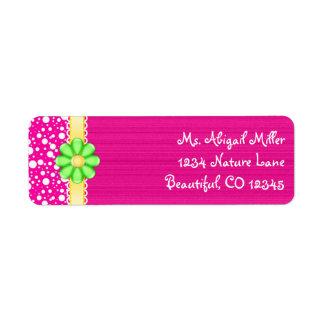 Rosa bonito con las etiquetas de dirección verdes