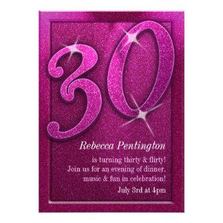 Rosa brillante 30 e invitaciones coquetas del cump anuncio