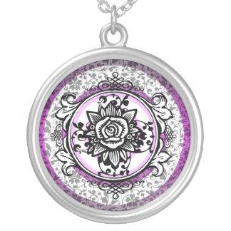 Rosa color de rosa del collar del marco del