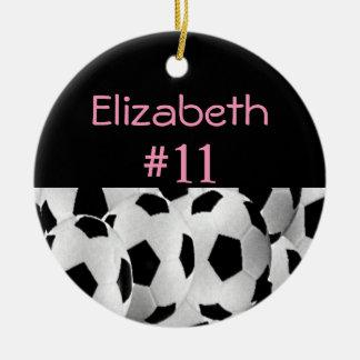 Rosa conocido del número del fútbol adorno navideño redondo de cerámica
