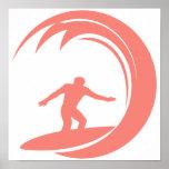 Rosa coralino que practica surf posters