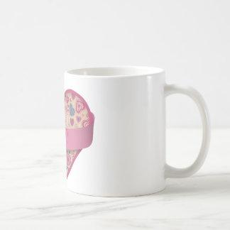 Rosa-corazón beige con la bandera, personalizable taza