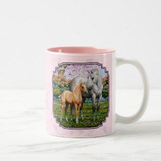 Rosa cuarto de la yegua y del potro del caballo taza de dos tonos