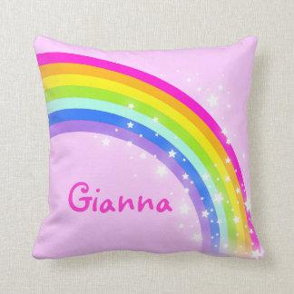 "rosa de arco iris - chicas ""su"" almohada conocida cojín decorativo"