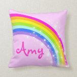 rosa de arco iris - los chicas ponen en almohadas