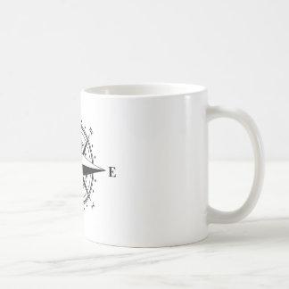 Rosa de compás - negro y blanco taza clásica