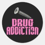 Rosa de la drogadicción del tornillo pegatina redonda