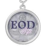 Rosa de la esposa del EOD/azul marino Grimpolas