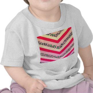 Rosa de moda del guepardo e impresión del modelo camiseta