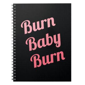 Rosa de motivación del negro del bebé de la quemad cuadernos