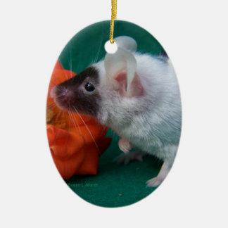 Rosa de té anaranjado del ratón blanco y negro adornos de navidad
