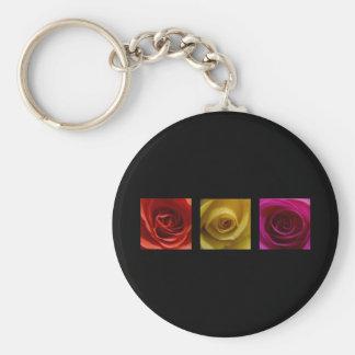 Rosa del amarillo anaranjado de los rosas del tríp llavero redondo tipo pin