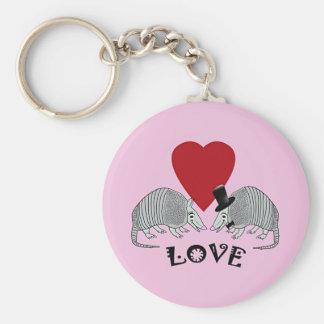 Rosa del amor del corazón del armadillo llavero redondo tipo pin