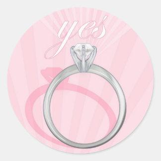 "Rosa del anillo de compromiso ""sí"" - pegatina redonda"