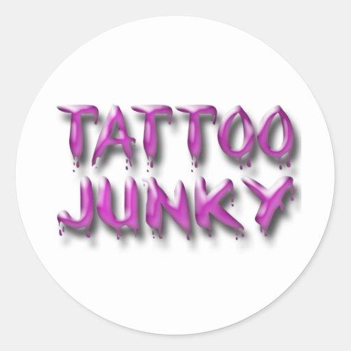 Rosa del drogadicto del tatuaje etiqueta redonda