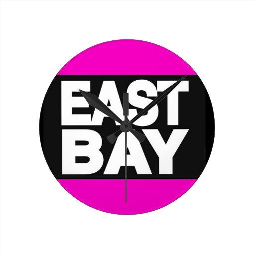 Rosa del este de la bahía 2 reloj redondo mediano