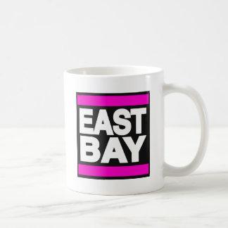 Rosa del este de la bahía taza básica blanca