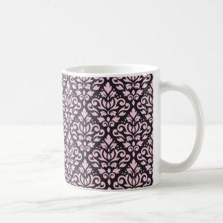 Rosa del modelo del damasco de la voluta en negro taza clásica