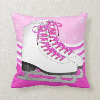 Rosa del patinaje de hielo con los copos de nieve cojín