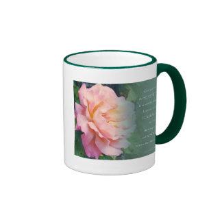 Rosa del rezo de la serenidad subió taza de dos colores