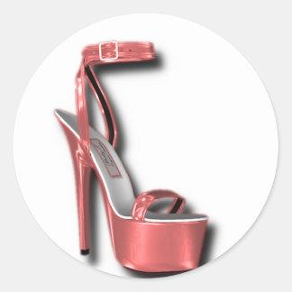 Rosa del zapato de las señoras del tacón alto pegatina redonda