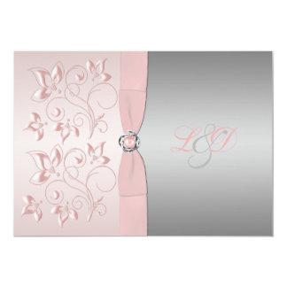 Rosa e invitación con monograma floral de la plata