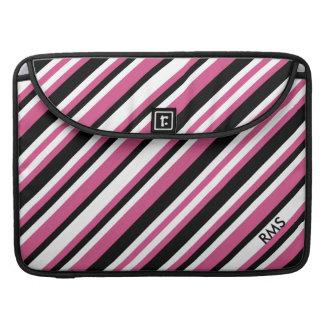 Rosa elegante del arándano y rayas diagonales fundas para macbook pro