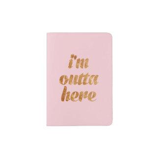 Rosa elegante soy tenedor del pasaporte de Outta Porta Pasaporte