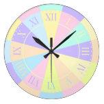 Rosa en colores pastel y púrpura bonitos del sitio reloj de pared