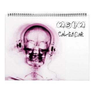 Rosa en el calendario blanco del esqueleto 2012 de