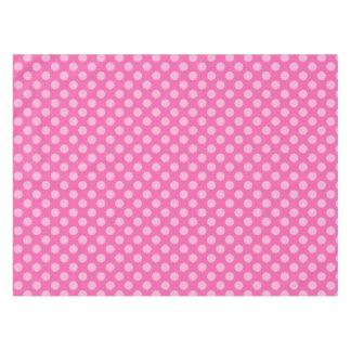 Rosa en mantel punteado polca rosada