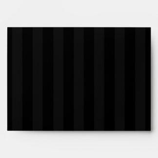 rosa exterior rayado del negro del sobre 5x7 dentr